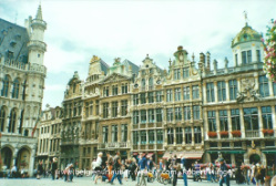 Grand Place Brüssel, links kleiner Teil vom Stadhuis